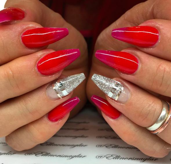färgade naglar